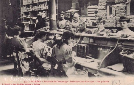 Vintage photo from Valreas, showing women at work on cartonnage (2)